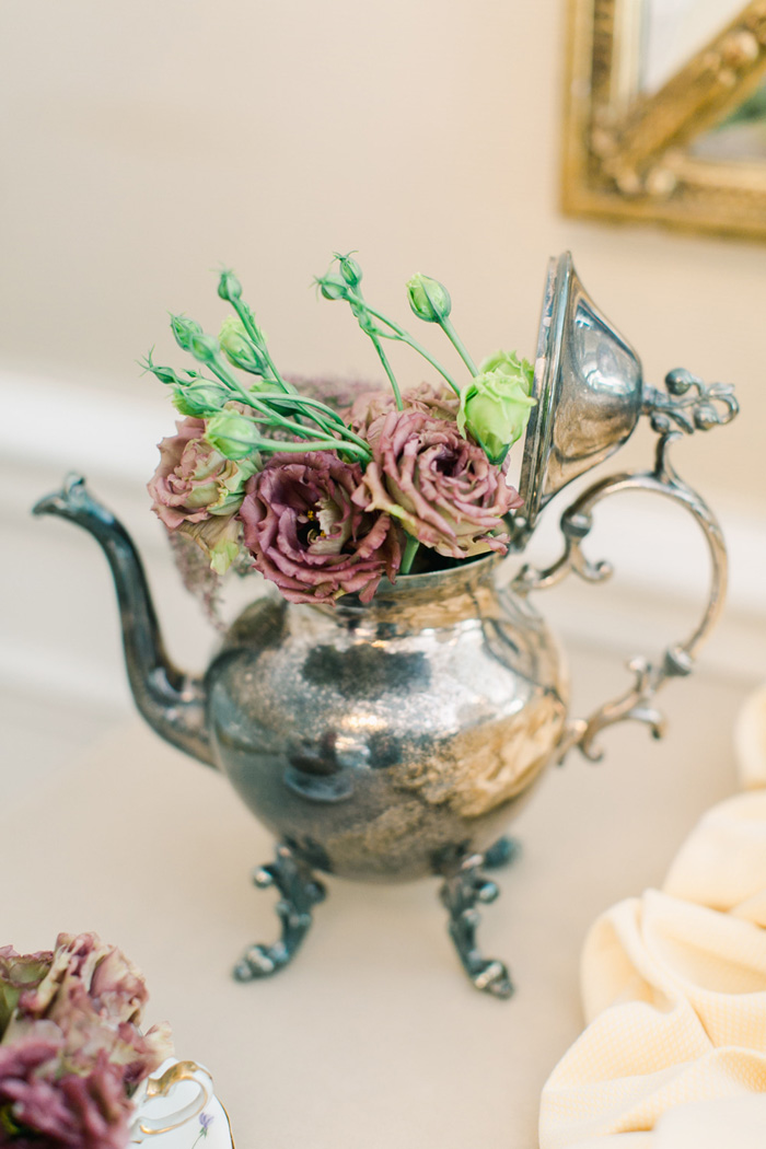 Tea pot centerpiece, tea pot of flowers